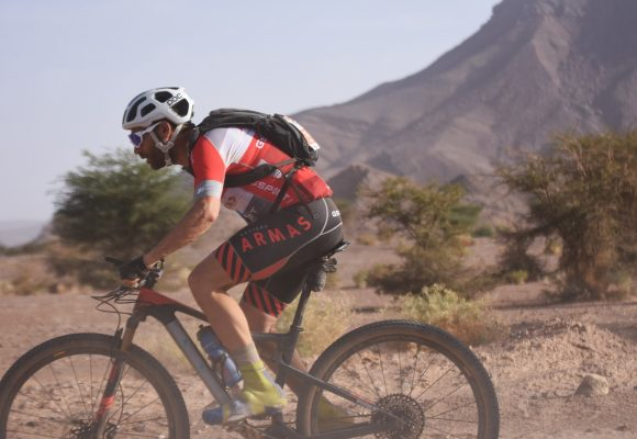Moises Dueñas, a una etapa de subir al podio de la Titan Desert 2019