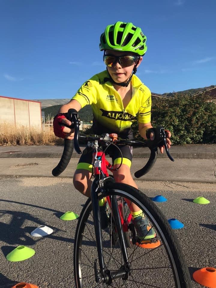 La Escuela de Ciclismo Jamones Aljomar/M.Dueñas retoma la competición este sábado